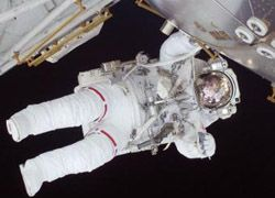 Астронавты Дискавери во второй раз вышли в космос