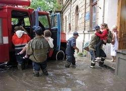 Сильный ливень затопил десятки улиц в Крыму