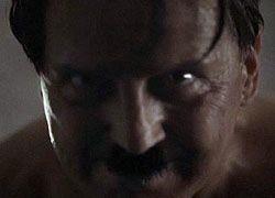 Обнаженного Гитлера сняли в рекламе против СПИДа