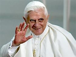 Паук отомстил папе за коммунистов