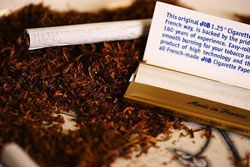 Британские курильщики перешли на самокрутки