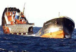 В Индии перевернулся корабль