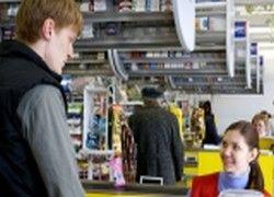 В магазинах могут запретить торговать сигаретами у касс
