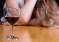 Богатые женщины чаще напиваются