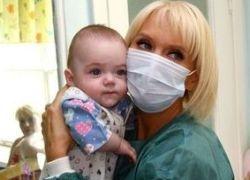 Певица Валерия удочерит девочку