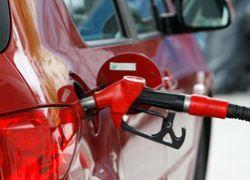 Цены на бензин снизились впервые за четыре месяца