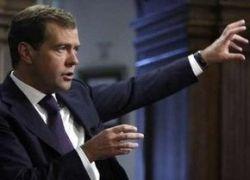 Медведев советует крупным банкам работать за рубежом