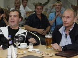 Медведев и Путин приехали поддержать футболистов