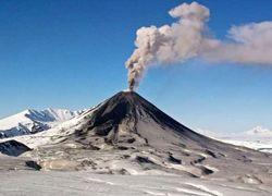 Вулкан на Камчатке выбросил пепел на высоту 3,7 км
