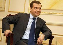 Медведев: опираться не только на нефть и газ