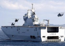 Франция предложила России военный корабль