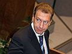 Дмитрию Медведеву подсказывают хором