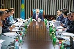 В Казахстане попросили облегчить жизнь чиновникам