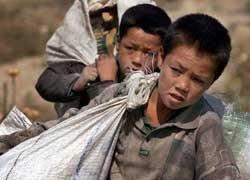 Мирные жители бегут от наступления пакистанской армии
