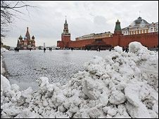 Лужков бросит авиацию на борьбу со снегопадами