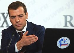 Медведев черпает идеи для послания из интернета