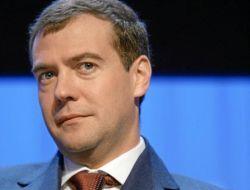 Медведев: все россияне должны смотреть 24 телеканала