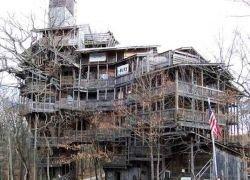 Американец построил самый высокий в мире деревянный дом