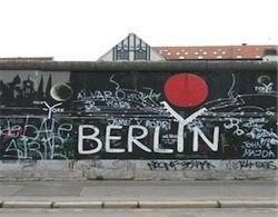 Берлинской стены нет, но разделительные линии остались