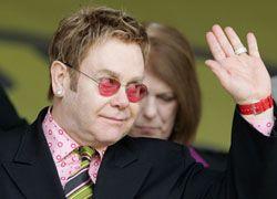 Элтон Джон отменил концерты в США из-за болезни
