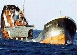 Китайские суда вылили в реку 100 тонн соляной кислоты