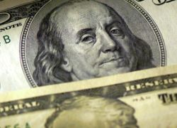 Центробанк повысил курсы доллара и евро