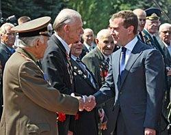 Медведев пообещал выдать всем ветеранам ВОВ автомобили