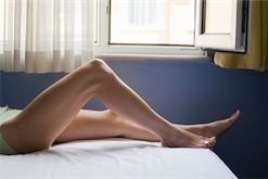 Белому человеку ноги во сне мешают