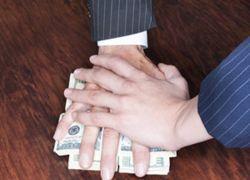 Налоговый инспектор задержан за взятку в 4,4 млн рублей