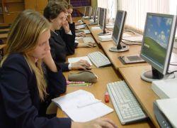 Во время каникул школьники будут учиться по Интернету