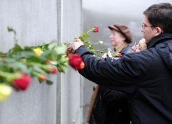 Предательство Горбачёва у Берлинской стены