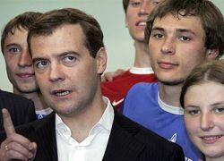 Медведев предложил сделать материнство профессией