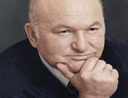 "Лужков отсудил миллион у Немцова и \""Коммерсанта\"""