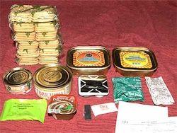 Военных хотели накормить протухшими консервами из сухпайка