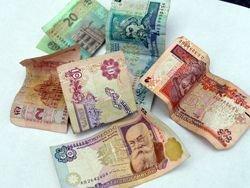 Зарплата украинцев продолжает падать