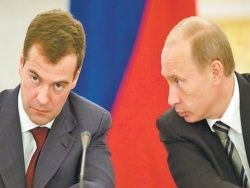 Путин и Медведев поспорили о демократии