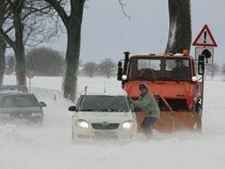Снегопады и ветер парализовали транспорт Германии