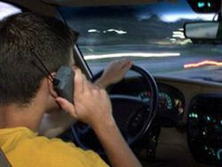 Ученые доказали, что мобильники не мешают водителям