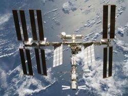"""Шаттл \""""Дискавери\"""" скорректировал орбиту МКС"""
