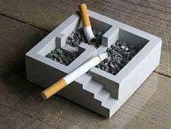 В России запретят курить в подъездах и на лестницах