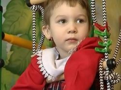 Путин помог глухонемой девочке