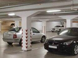 Лужков предлагает регулировать стоимость парковки