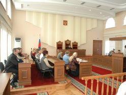 Адвокаты обвиняемых просят вернуть присяжныж