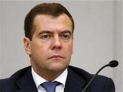 """Медведев \""""согревает кресло\"""" для Путина"""