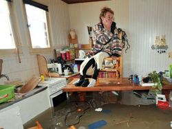 Во Франции пострадавшие от урагана получат €1 млрд