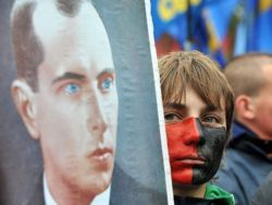 Янукович отменит указ о присвоении Бандере звания Героя