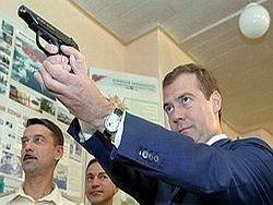 Медведев потребовал ускорить вооружение армии