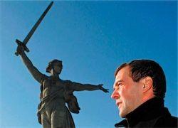 Медведев просыпается и засыпает с мыслью об Украине