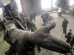 В Петербурге восстановлен взорванный памятник Ленину