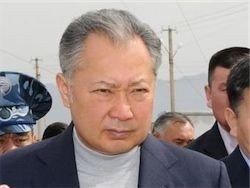 Бакиев улетел из Киргизии под охраной российских военных